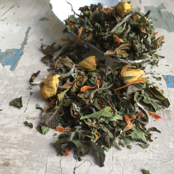 Tè biancofrutta e fiori