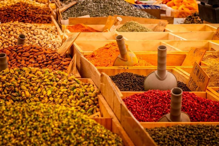 spezie in vendita al mercato