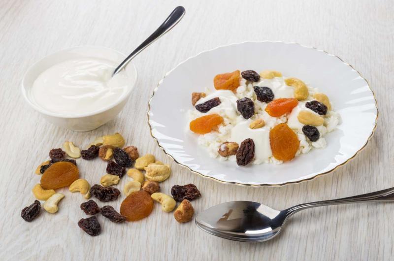 frutta secca e yogurt